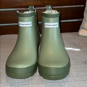 Shoes - NWT Green Gardening/Rain Boots Size 8